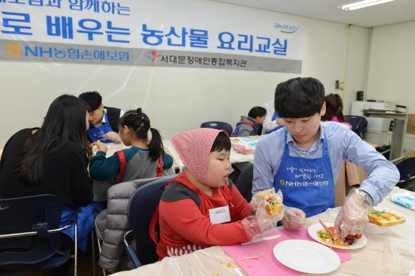지난 20일, NH농협손해보험은 서대문장애인종합복지관과 함께 장애아동을 대상으로 '동화로 배우는 요리교실'교육과정을 진행했다고 21일 밝혔다.