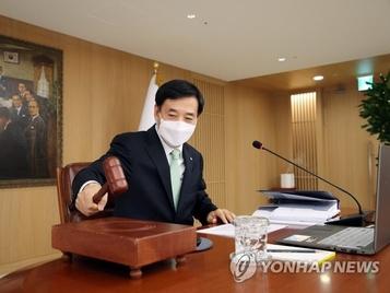 """기준금리 6차례 연속 동결한 한은...""""우선순위는 경기회복"""""""