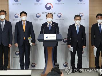 """홍남기 """"LH사태에 참담한 심정...관련 자금출처·탈세 여부 등 조사"""""""