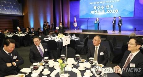 """""""박용만 회장 퇴임 축하""""...최태원·정의선·구광모 한자리에 모였다"""