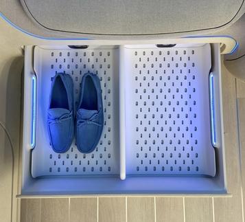 '의류에서 신발까지 맞춤형으로'...삼성·LG, 5월에 '신발관리기'로 한판 붙는다